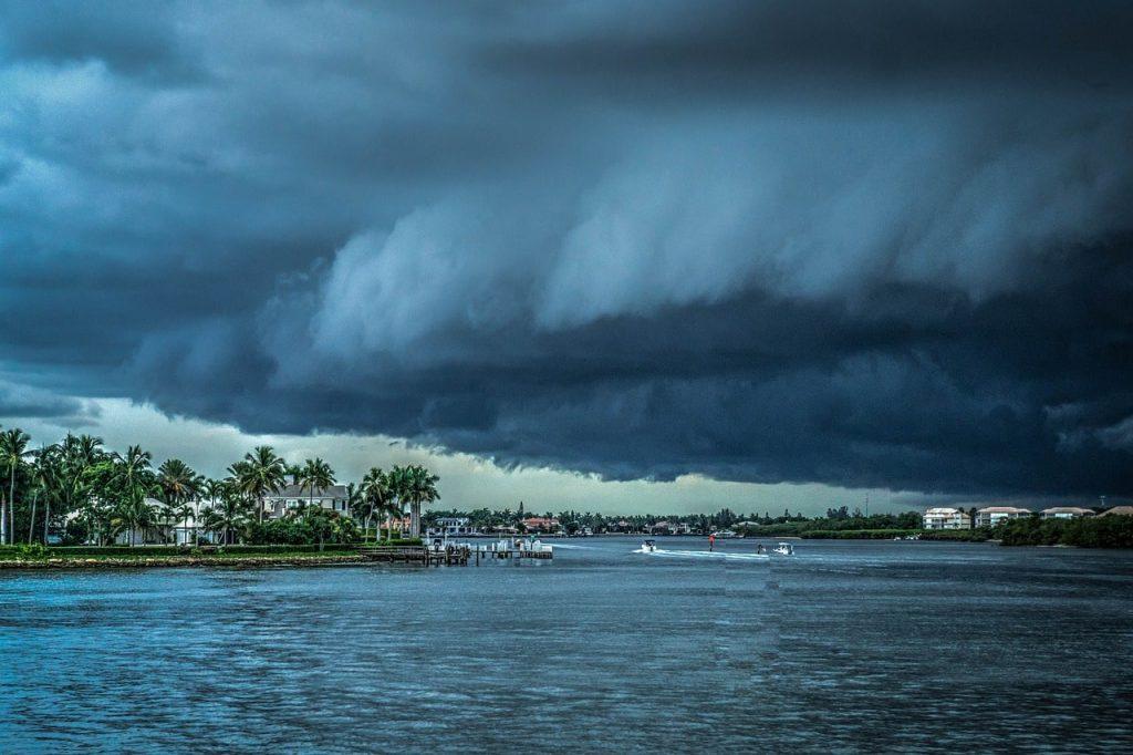 Kasırgalar Deniz Üzerinde