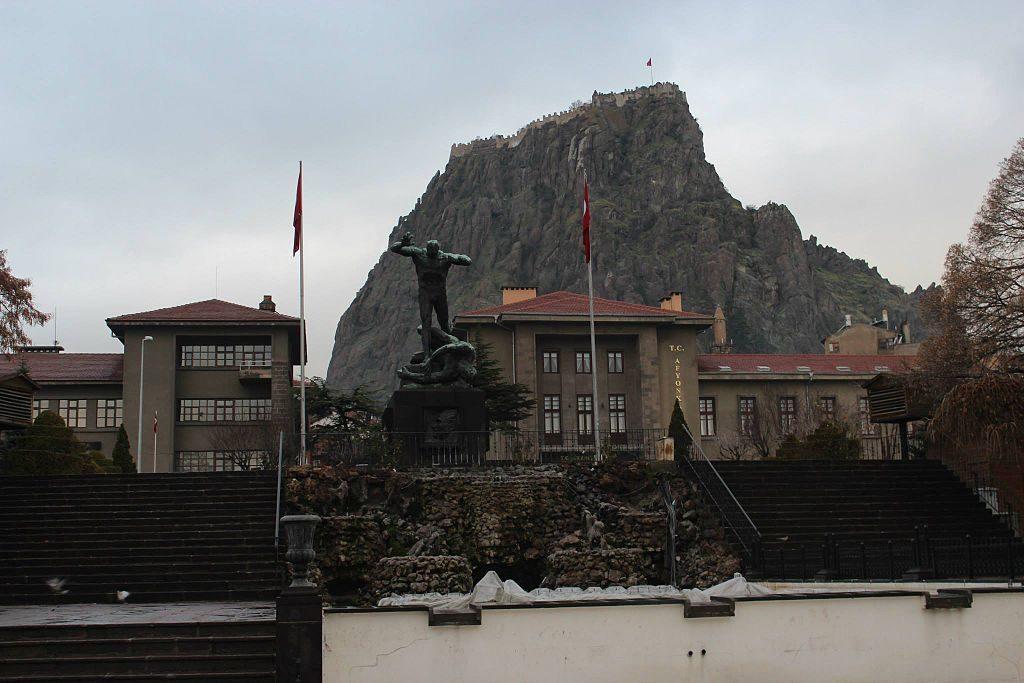 Afyonkarahisar Cumhuriyet Meydanı ve Utku Anıtı Görünümü
