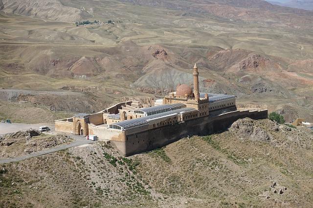 İshak Paşa Sarayı hangi dönemde inşa edilmiştir ?